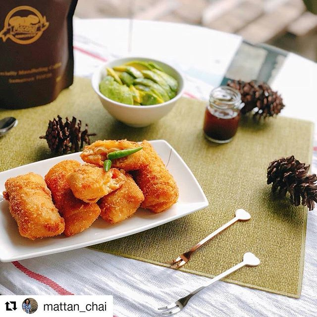 "#Repost @mattan_chai (@get_repost)・・・""RISOLES&KOPI""#homemade #risoles #risolesmayo #coffee #coffeelover #afternoon #coffeetime #coffeebreak #snacks #goodafternoon #yummy#mattanfood"