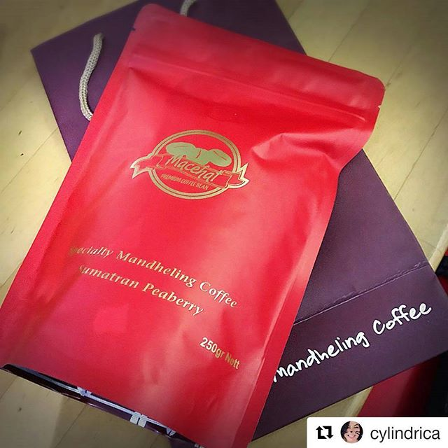 #Repost @cylindrica (@get_repost)・・・my local favorite coffee ~ nothing but peaberry#mandhelingcoffee #kopimandailing #coffee #peaberrycoffee #coffeeaddict #coffeelover #thirtsty
