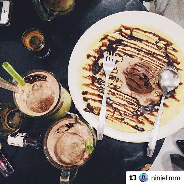 #Repost @ninielimm with @get_repost・・・Coffee time with le friends #macehat #coffeelovers #coffeetime #coffeeaddict #macehat #foodporn #sorkalipun #kulinermedan #potd #likeforlike #flatlays #fslc #photooftheday